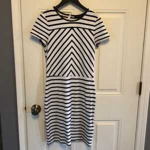 Banana Republic Short Sleeve Dress - sz 6